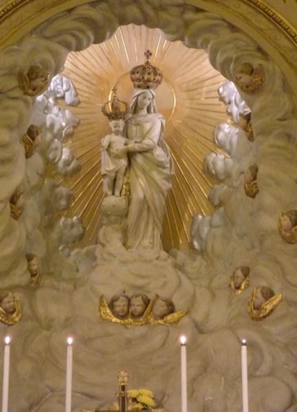 17 Messe de la saint Yves en la chapelles des Spiritains - la statue de Notre-Dame