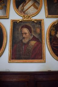 19 Portrait de saint Pie V dans la salle des papes de la Basilique de Superga