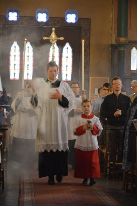 01-Procession d'entrée à la messe solennelle de la Fête-Dieu