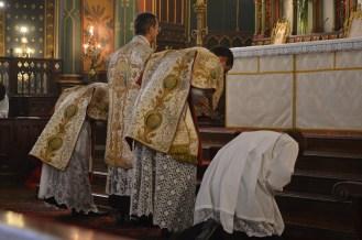02-Messe de la Fête-Dieu - Prières au bas de l'autel