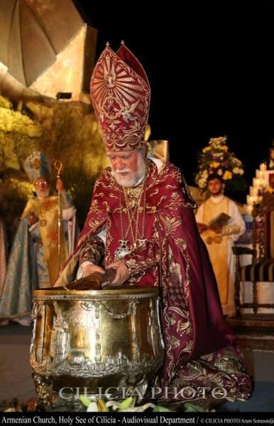 11-Consécration du saint myron par Aram Ier