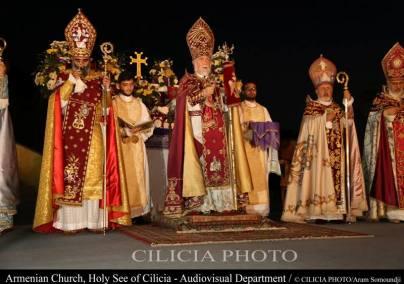 17-Consécration du saint myron par Aram Ier