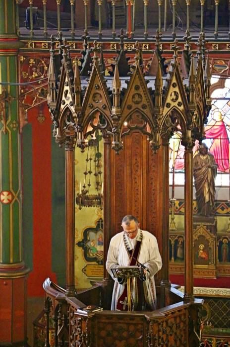 11 - Sermon en chaire de l'Abbé Iborra - Sainte Cécile 2015