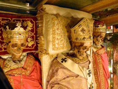 03-reliques des saints Ambroise Gervais et Protais à Milan