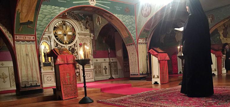 Chevetogne - récitation d'un cathisme à vêpres dans l'église de la crypte