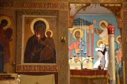 02-Vigile de Noël - Vue du sanctuaire au travers des portes saintes de l'iconostase