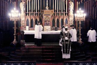 06-Requiem pour Louis XVI - lavabo du célébrant à l'offertoire