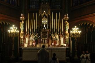 03-Messe de reposition des Quarante-Heures coram Sanctissomo - prières au bas de l'autel