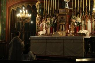 04-Messe de reposition des Quarante-Heures coram Sanctissomo - prières au bas de l'autel