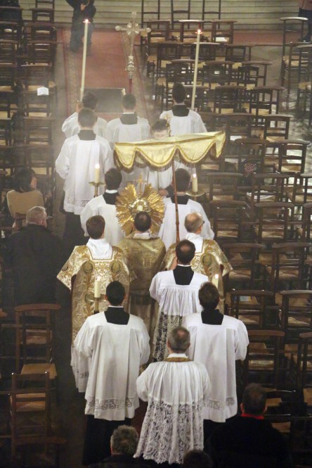 11-Messe d'exposition des Quarante-Heures - procession du Saint Sacrement