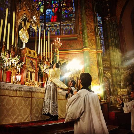 16-Messe de reposition des Quarante-Heures coram Sanctissomo - élévation du Corps du Seigneur