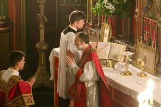 A l'Orate fratres qui conclut l'offertoire