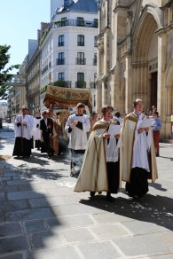 Procession du Saint-Sacrement - sur le parvis