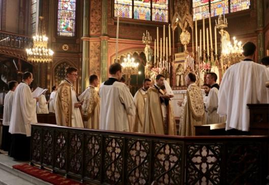 Vêpres de la Fête-Dieu - chant du capitule par le célébrant