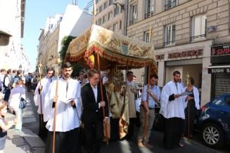 Procession du Saint-Sacrement - après le premier reposoir rue Bergère