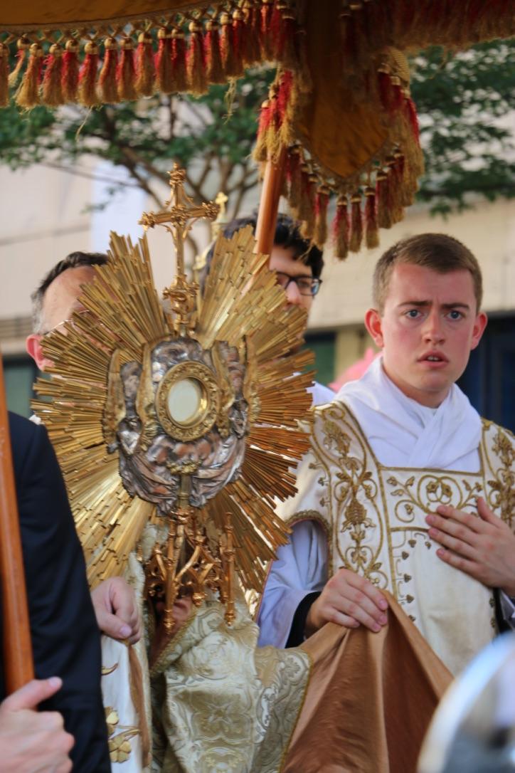 Photos & vidéo : solennité de la Fête-Dieu