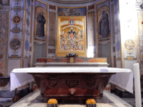Autel conservant les reliques de saint Barthélémy.