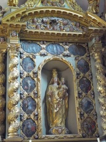 Peisey-Nancroix, église de la Trinité : retable de Notre-Dame du Rosaire.