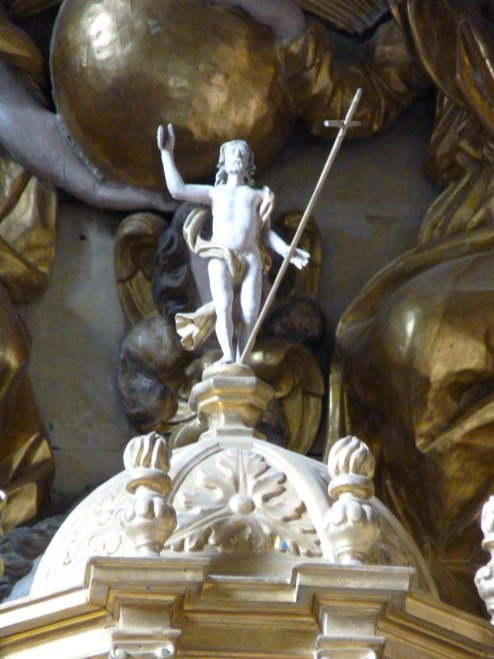 Peisey-Nancroix, église de la Trinité : retable majeur, détail : le Christ ressuscité.