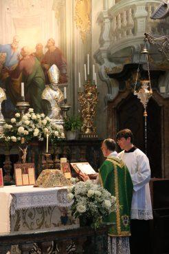 La messe dans le Sanctuaire Sancta Maria delle Grazie