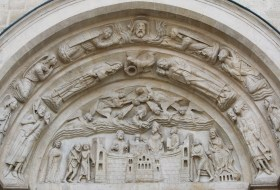 Basilique de Saint-Denis : façade occidentale, portail latéral droit : la dernière communion de Saint Denys des mains de Notre Seigneur