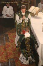 Première messe de M. l'Abbé Guillaume, fssp : bénédiction du diacre avant l'évangile