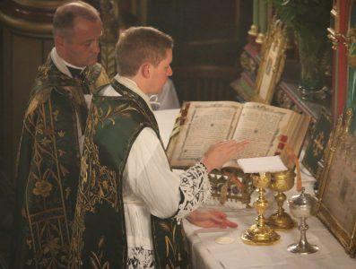 Première messe de M. l'Abbé Guillaume, fssp : pendant le canon