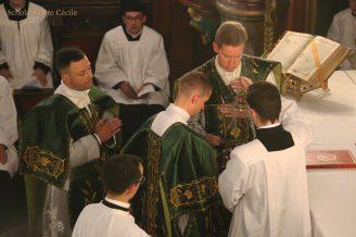 Première messe de M. l'Abbé Guillaume, fssp : Bénédiction de l'encens
