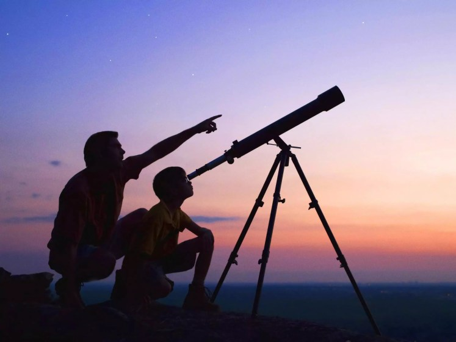 من هو العالم الذي اخترع التلسكوب