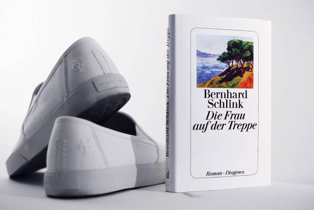 bernhard-schlink-die-frau-auf-der-treppe-diogenes-schonhalbelf-buchblog-buch-rezension