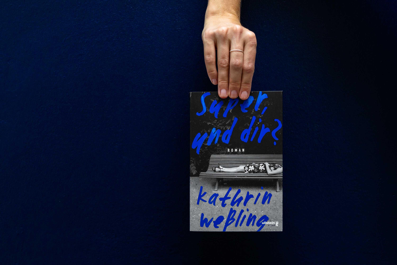 kathrin-weßling-super-und-dir-schonhalbelf-buchblog-kritik-empfehlung-neu-mai-lustig-ehrlich