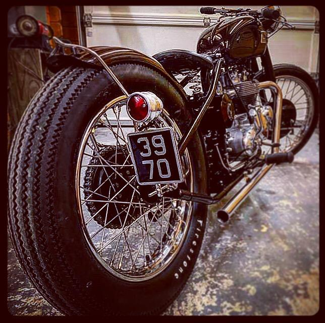 feu-plaque-laterale-harley-bobber-chopper-holdfast-school-of-cool