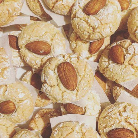 Biskuttini tal-lewz (Maltese almond biscuits)