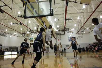 Men_Basketball-020619-22