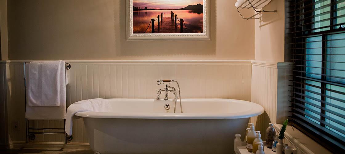 Luxury bathroom of the Honeymoon Suite