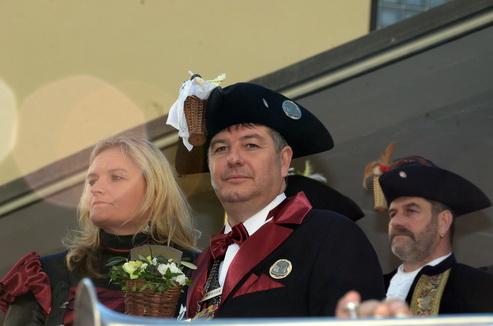 Werner I. und seine Frau Daniela, hinten rechts sein Vorgänger Zunftmeister Huby I.
