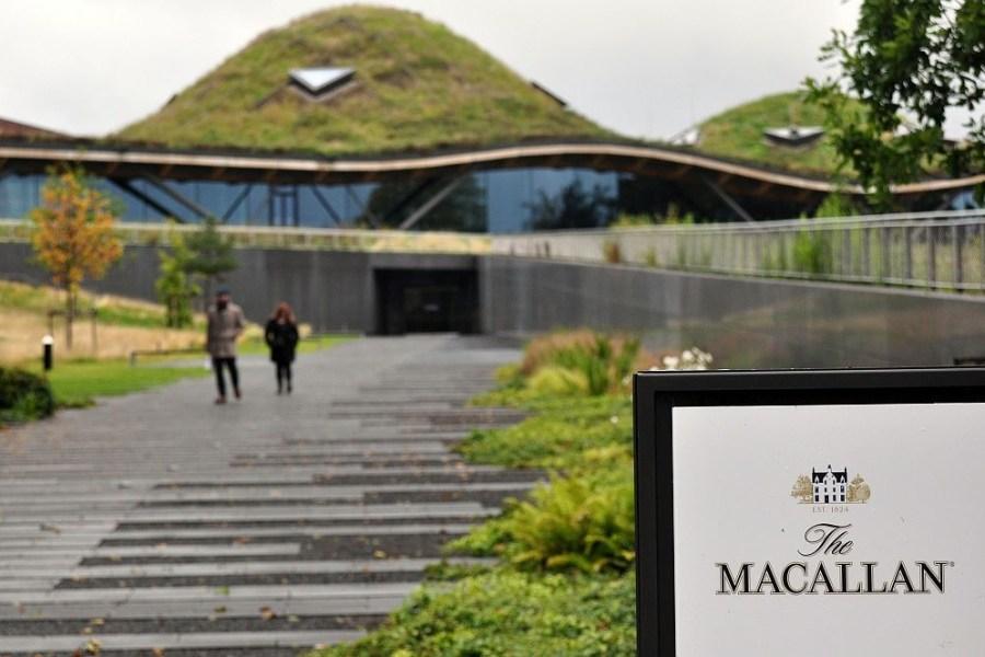 Macallan ist eine Brennerei. die auf der Whisky-Rundreise durch Schottland besucht wird.