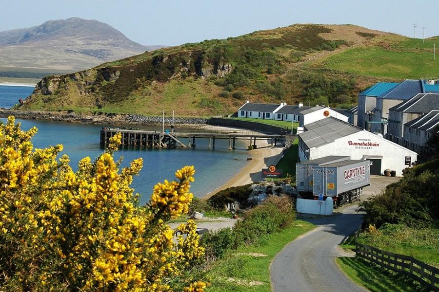 Bunnahabhain Distillery liegt am Ende einer Single Track Road und kann auf unserer Whiskyreise nach Islay angefahren werden.
