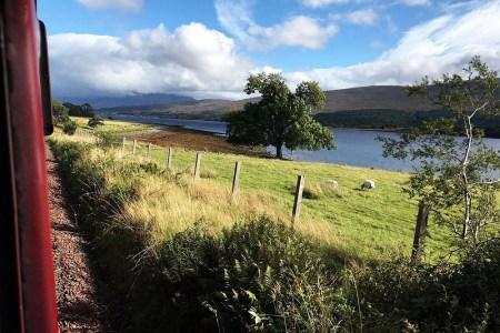 Der erste Teil der Bahnreise dutch Schottland folgt der West Highland Line.