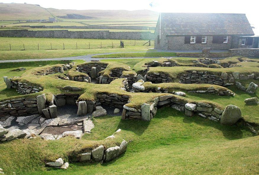 Eine Individualreise nach Shetland mit Auto waere keine Tour ohne Besuch des Jarlshofes.