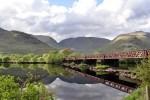 Die West Highlands bilden ein wunderbares Panorama fuer diese Bahnreise durch Schottland.