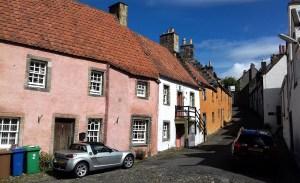 Eine individuelle Rundreise bietet sich an, um die zahlreichen Outlander Filmlocations zu besuchen.