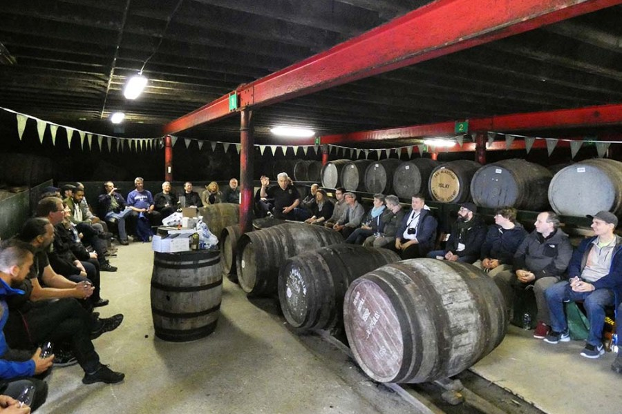 Die Whiskyinsel Islay wird auf Segelreisen mit der Flying Dutchman in Schottland angefahren.