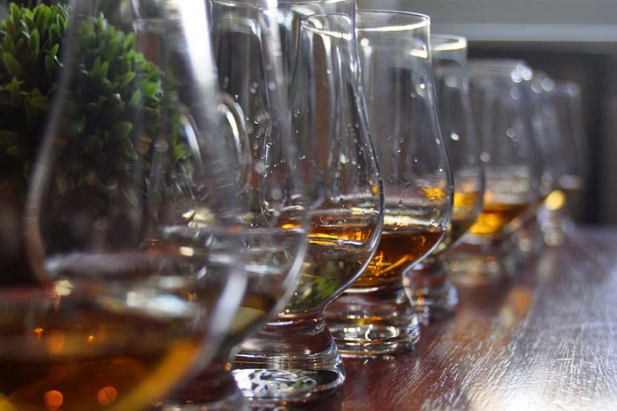 Auf der Schottlandreise Segeln und Whisky werden Whiskyführungen angeboten.