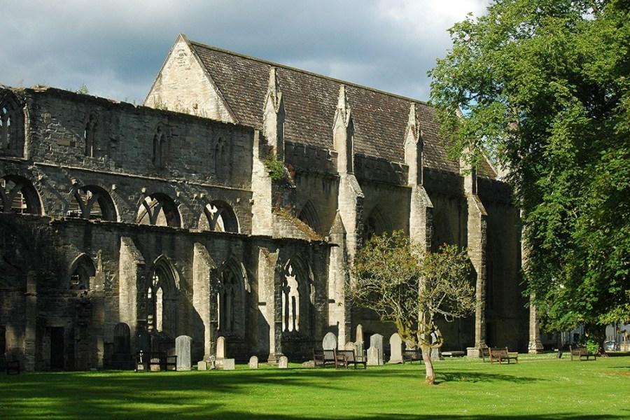 Unsere Standortreise Schottland fuehrt Besucher unter anderem zur Dunkeld Cathedral.