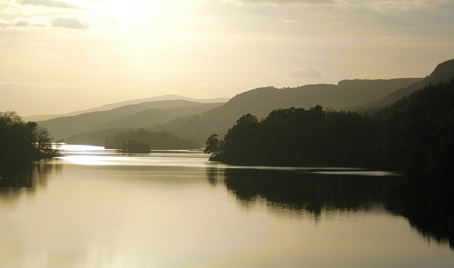 Das Loch Tummel erstreckt sich oestlich von Pitlochry, das die Basis unserer Standortreise Schottland ist.