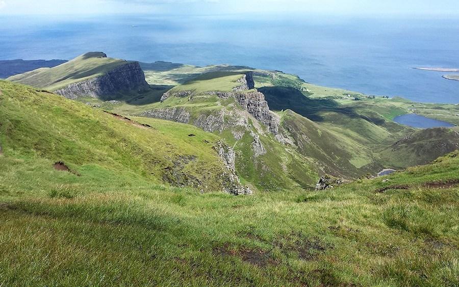 Das Quiraing auf Skye koennen Sie auf dieser Wander Bahnreise erwandern.
