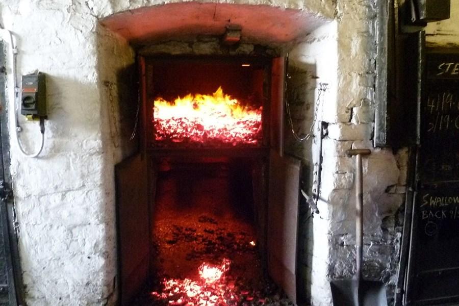 Wie in Schottland die Torf Verbrenung von statten ging, wird uns auf unserer Whiskyreise gezeigt.
