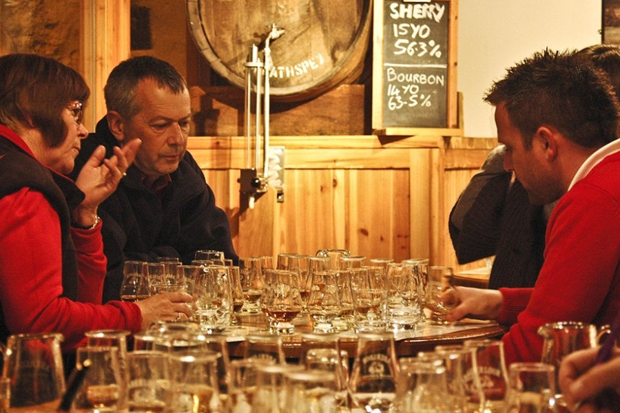 Waehrend unserer Whiskyreisen in Schottland nehmen Sie an zahlreichen Verkostungen teil.