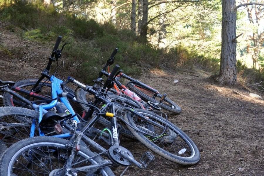 Mountainbike steht im Vordergrund dieser Segelreise Schottland,